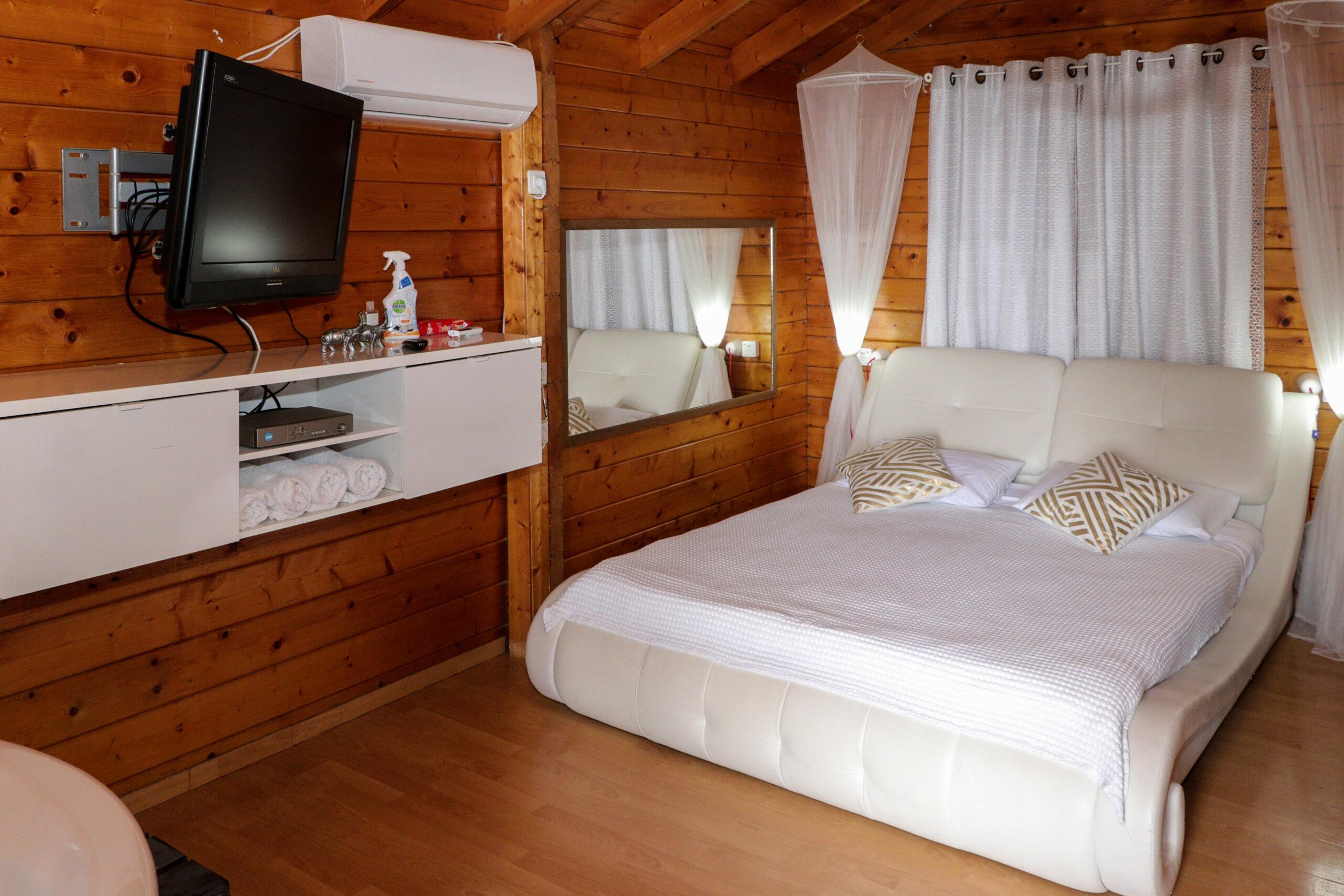 סוויטה מפנקת עם גקוזי פנימי ומיטה זוגית נעימה